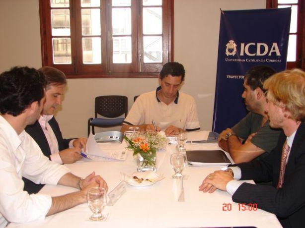 Instantes de la firma del convenio para la realización del DGP San Francisco 2012